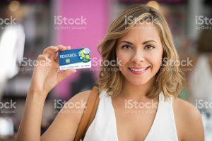 Aussi heureuse qu'une habituée avec sa Carte de fidélité taxi-moto